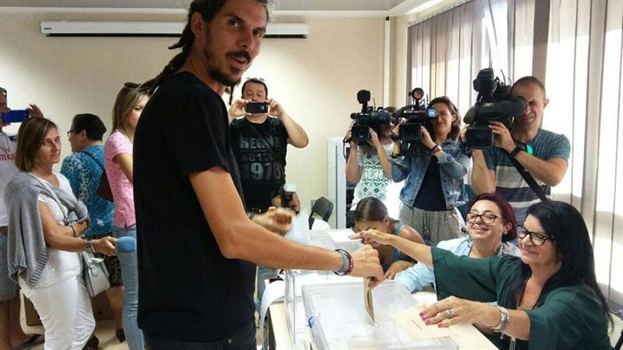 El candidato de Unidos Podemos por Santa Cruz de Tenerife, Alberto Rodríguez (Podemos)