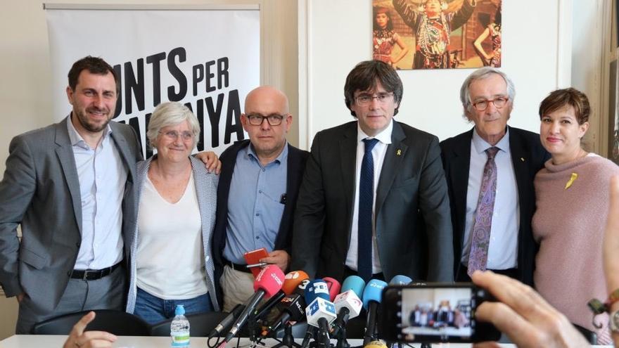 Rueda de prensa de Toni Comín, Clara Ponsatí, Gonzalo Boye, Carles Puigdemont, Xavier Trias y Beatriz Talegón el sábado 4 de mayo