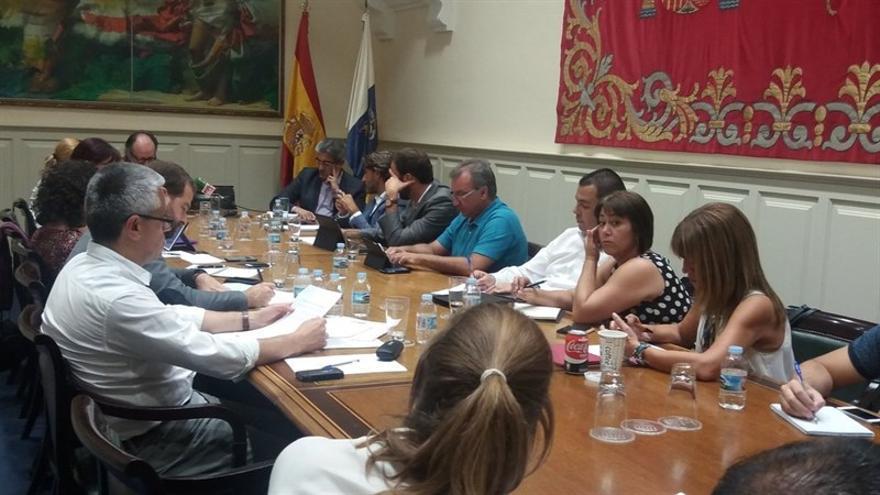 Sesión de trabajo sobre la Ley del Suelo convocada por Nueva Canarias (NC) y Podemos