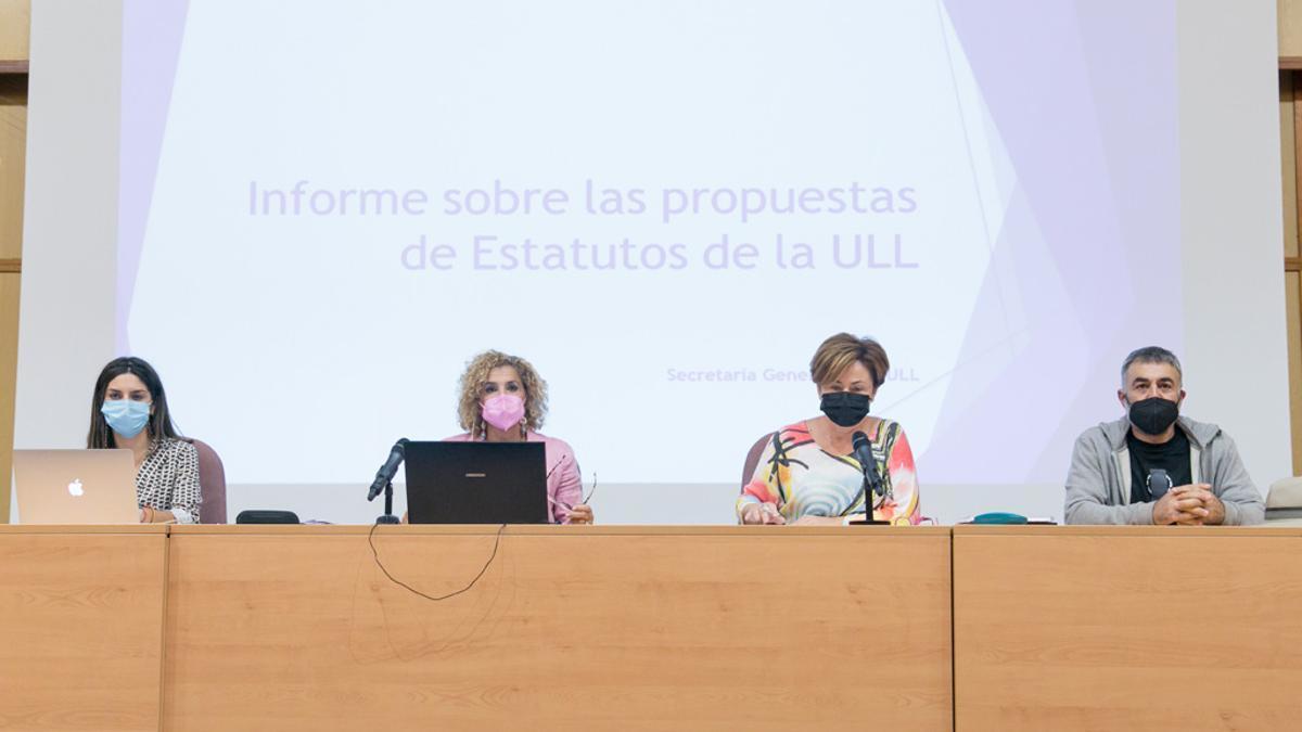 Claustro en el que se debatió sobre el informe sobre las propuestas de Estatutos de la ULL
