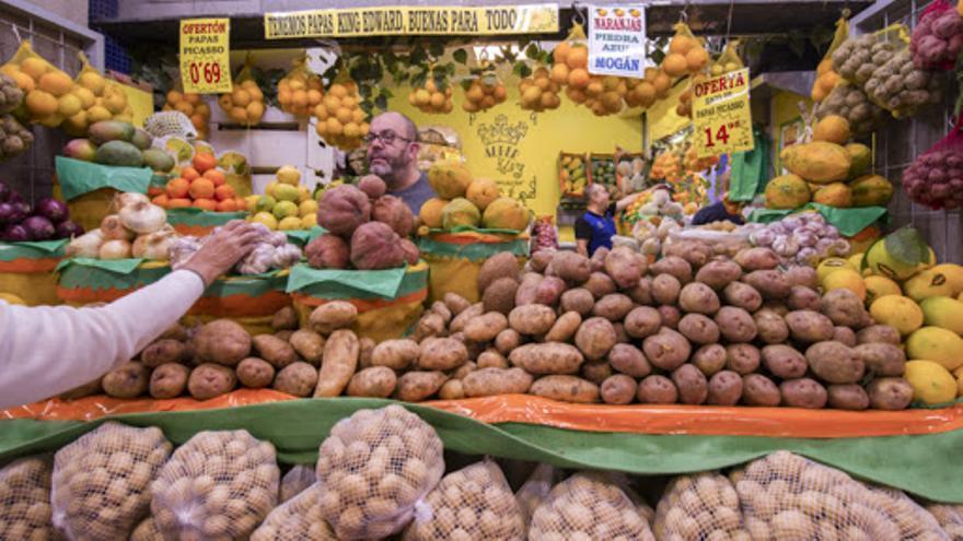 Papas de Gran Canaria en un mercado.