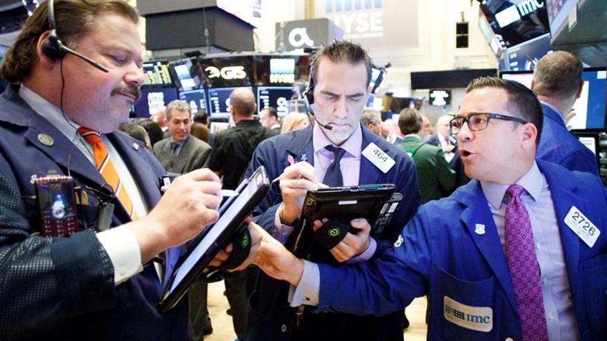 Wall Street abre con fuertes ganancias y el Dow Jones sube un 0,79 %