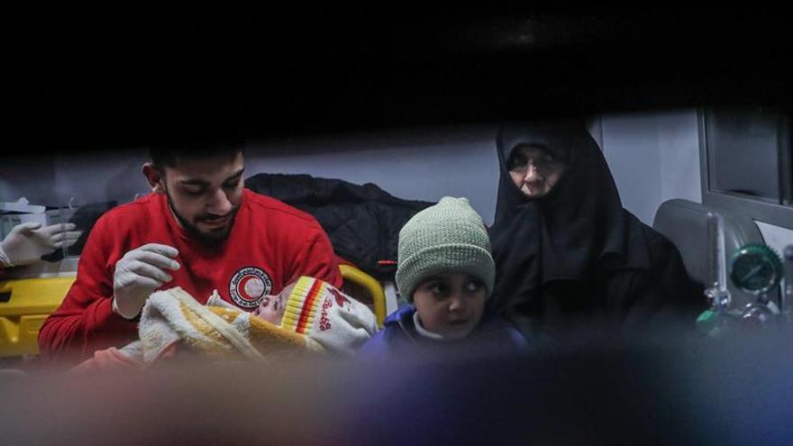 Concluye la evacuación de enfermos graves del feudo opositor cerca de Damasco