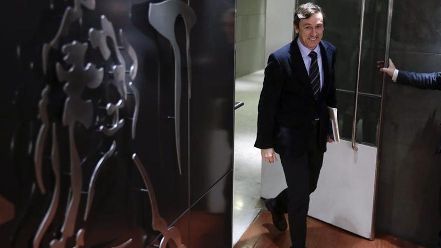 El PP negocia con el PSOE el techo de gasto y no excluye dialogar con Podemos