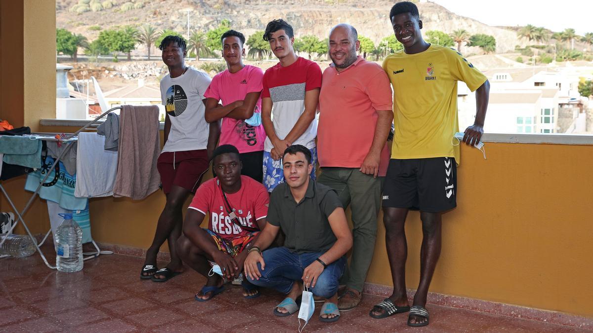 De izquierda a derecha, Assane, Achraf, Cheick, Khalid, Said, José Manuel Ramírez y Birahim