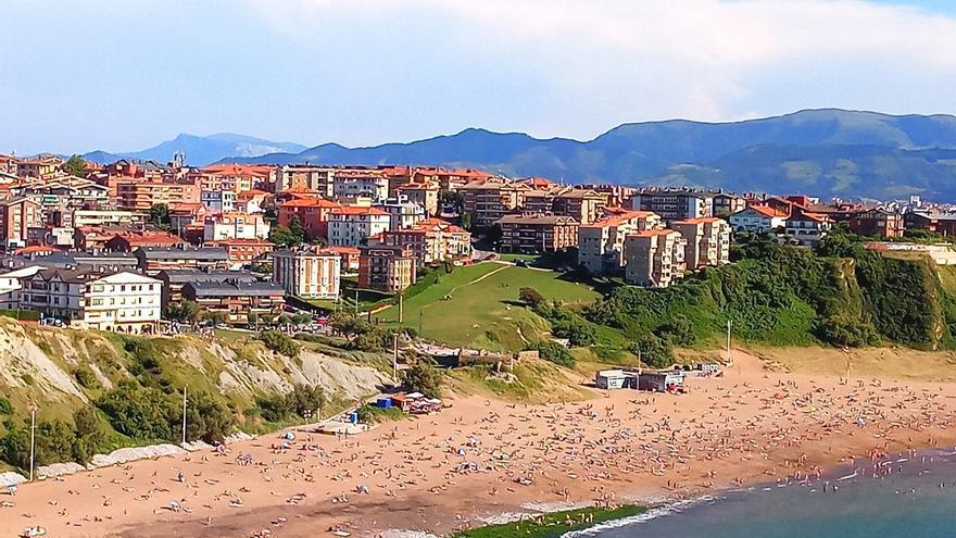 Todas las playas de Bizkaia permiten el baño este viernes, excepto La Arena, Barinatxe, Arriatera-Atxabiribil y Bakio