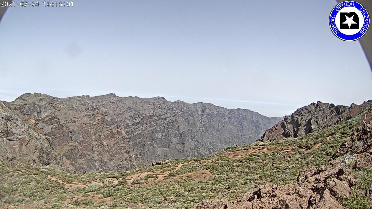 Imagen de las cumbres de La Palma captada este sábado de la webcam del Telescopio Óptico Nórdico (NOT por su siglas en inglés).