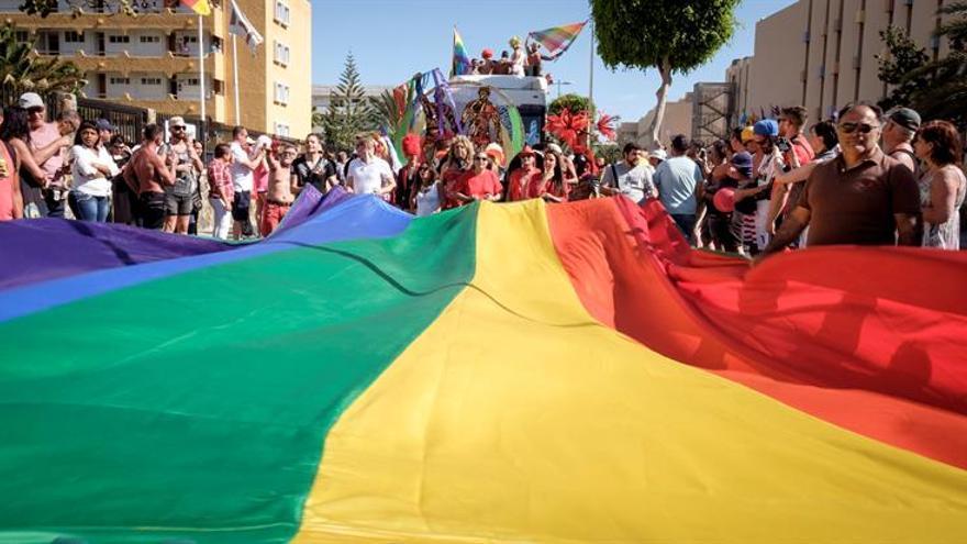 Más de 50.000 personas sacan su orgullo LGTB por las calles de Maspalomas