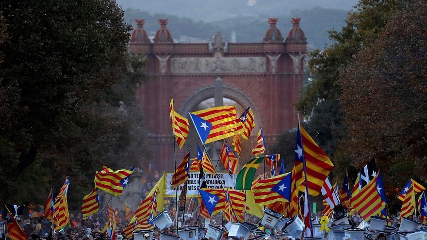 Vista de la manifestación soberanista, a su paso por el Arco de Triunfo de Barcelona