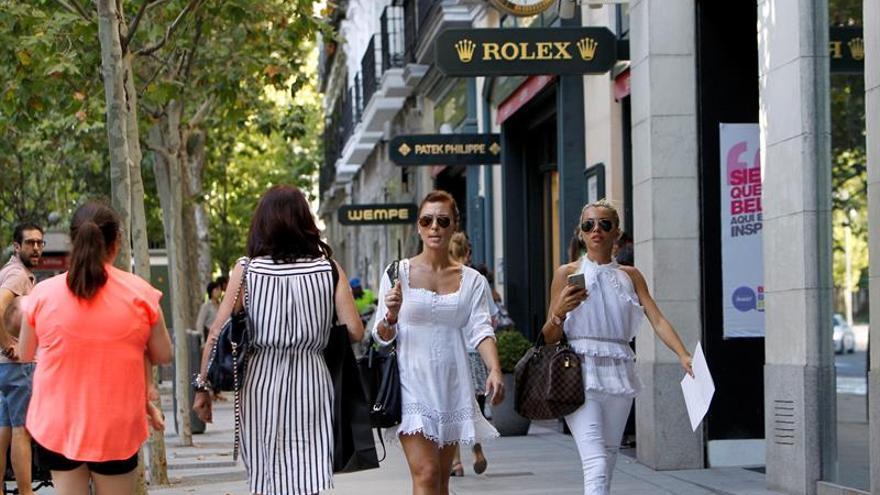 Turistas extracomunitarios gastan unos 2.000 millones de euros en compras en España