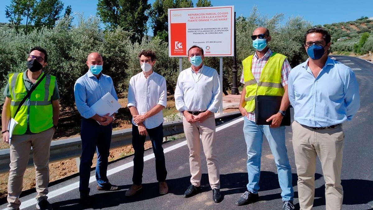 Autoridades en las obras de la carretera CO-8205