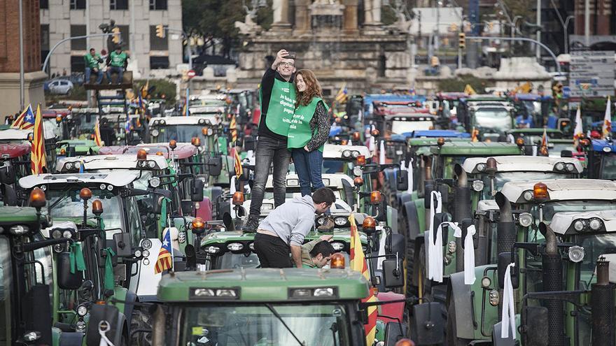 Protesta de los agricultores en la avenida Maria Cristina