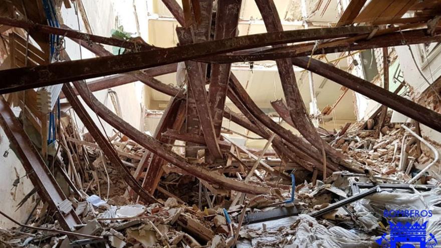 Amasijo de hierros entre los escombros del derrumbe en Martínez Campos | AYUNTAMIENTO DE MADRID