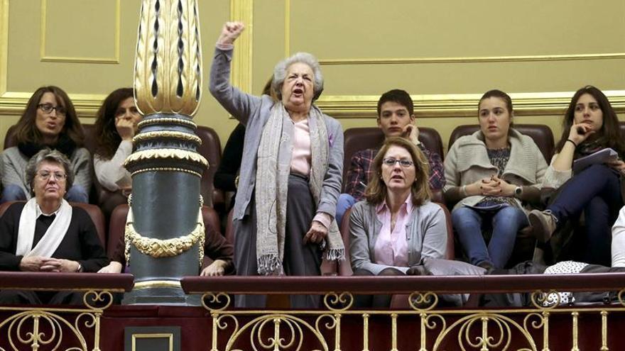 Rechazan querella contra 2 activistas por interrumpir a Alonso en el Congreso