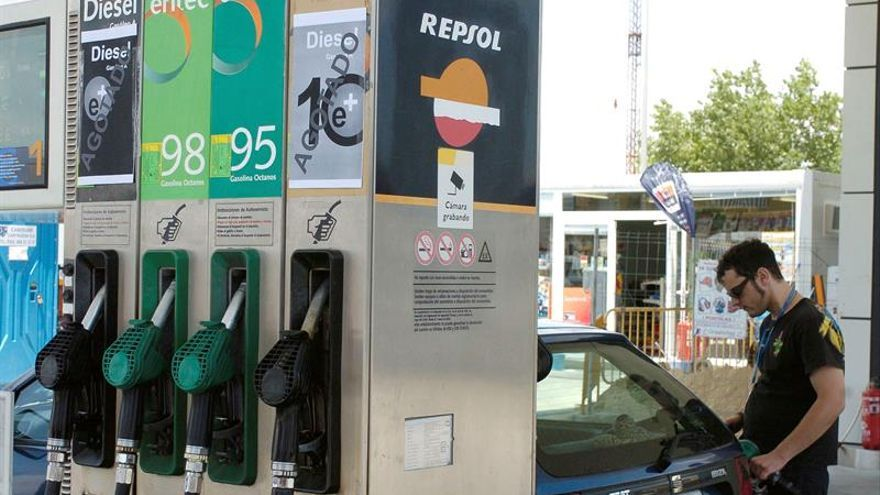 La gasolina vuelve a caer tras un mes al alza