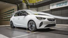 El nuevo Opel Corsa dispone de una persiana activa en la parrilla delantera que favorece la penetración aerodinámica.