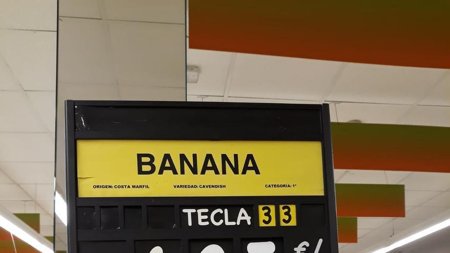 Precio de la 'banana' importada en una gran superficie de Barbate, en Cádiz, este sábado 28 de julio de 2018