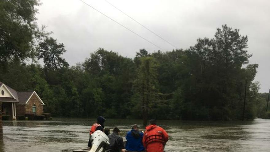 Sube a cinco el número de muertes por el paso de la tormenta tropical Imelda en Texas
