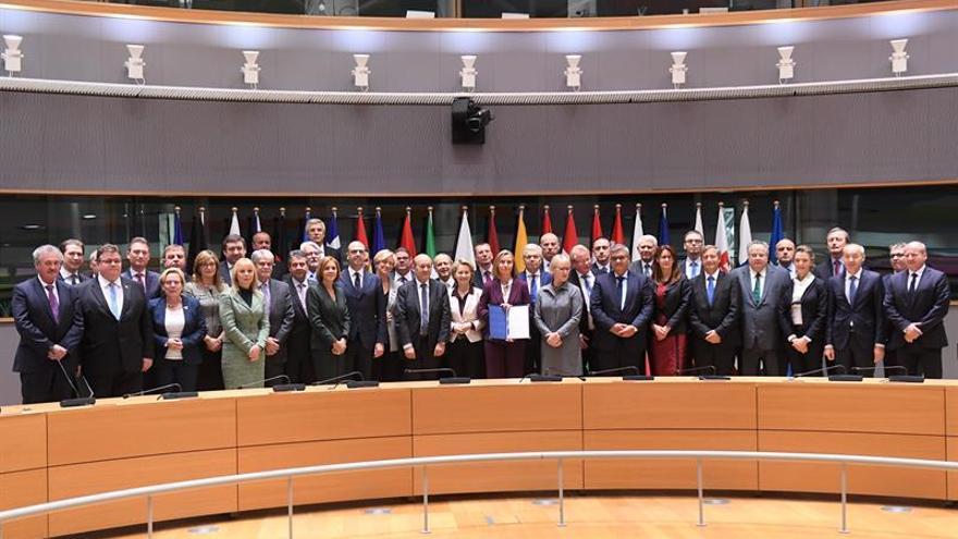 España y otros 22 países UE se comprometen a reforzar la colaboración en Defensa