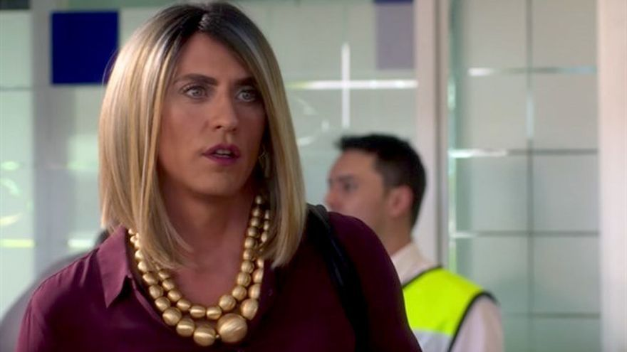 """Paco León, sobre La Casa de las Flores: """"Queremos visibilizar y sacar los estereotipos de las mujeres trans"""""""