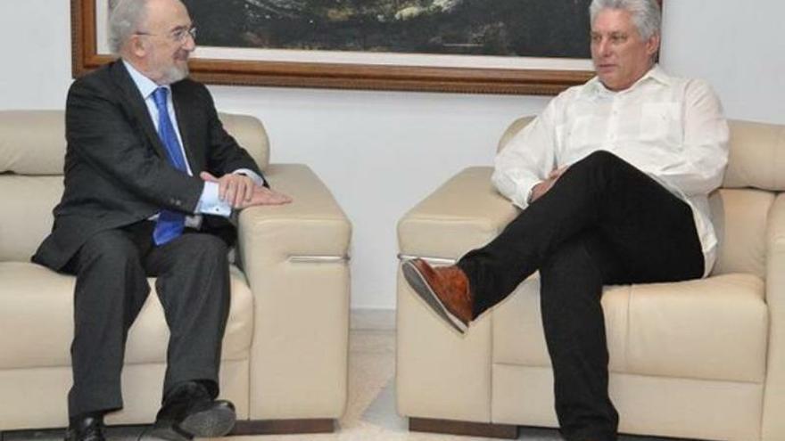 El presidente de Cuba se reúne en La Habana con el director de la RAE