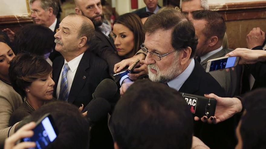 """Rajoy evita """"elucubraciones"""" sobre el 155 si el 21D ganan los soberanistas"""