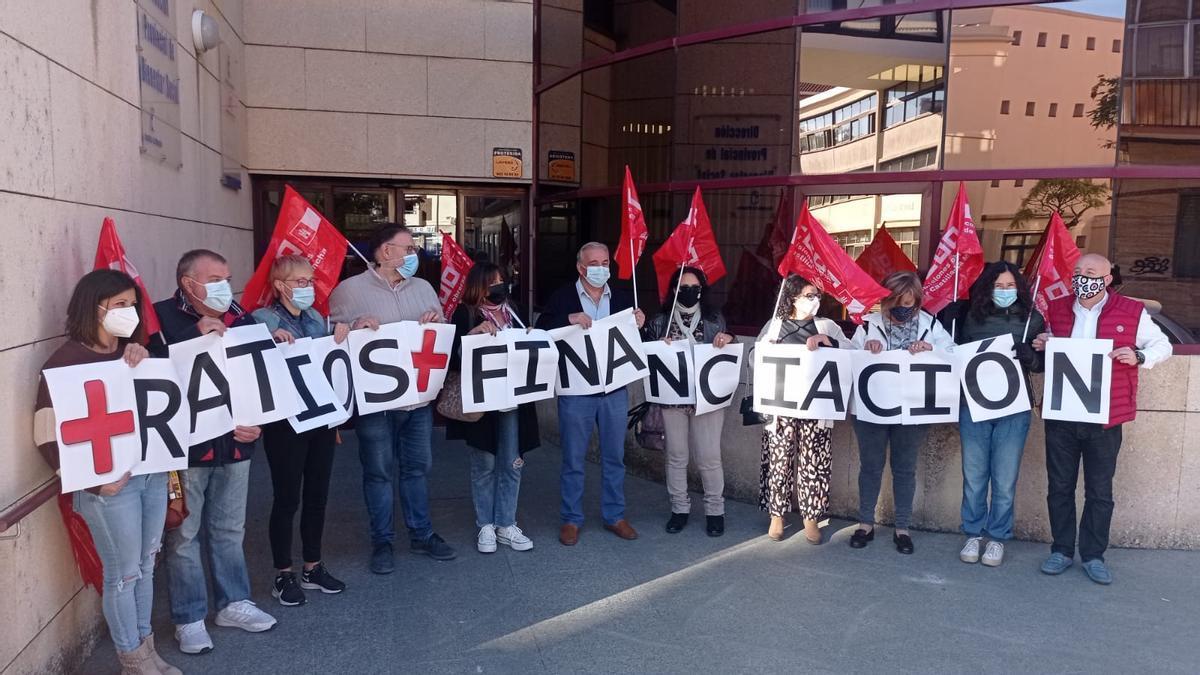 Concentración en Cuenca para dignificar el servicio de Dependencia de Castilla-La Mancha