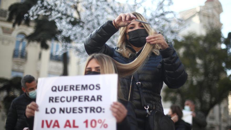 """Peluquerías: protesta histórica de un """"sector esencial"""" que sigue pagando un IVA """"injusto"""""""