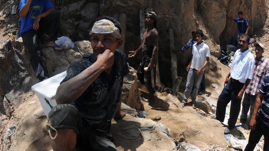 Al menos seis obreros atrapados en el interior de una mina en Honduras