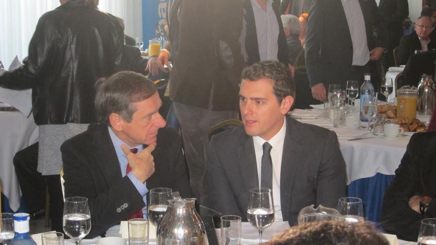"Rivera (C's) rechaza apoyar un ""grupo de perdedores"" para echar al PP si gana"