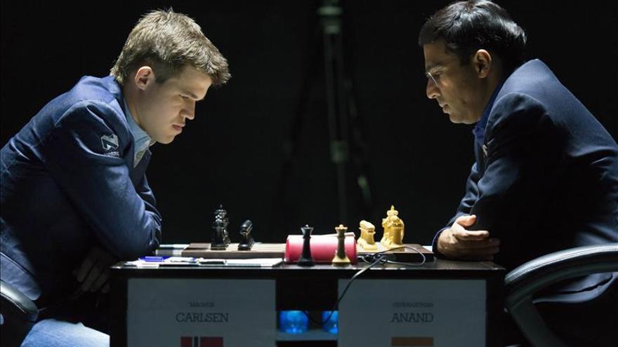 Carlsen y Anand firman tablas tras 39 movimientos en el Mundial de Sochi