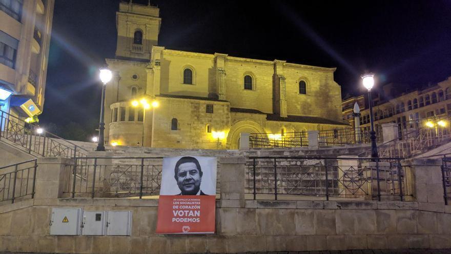 Uno de los carteles de la campaña de Unidas Podemos  que la Junta Electoral ha ordenado retirar