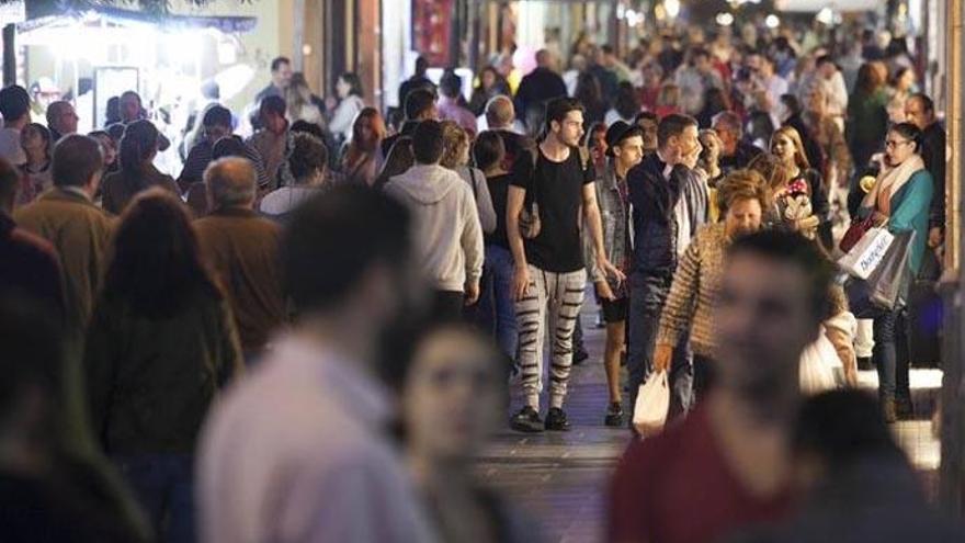 Calle céntrica de la capital tinerfeña en la celebración de un 'Black Friday', en una imagen de archivo