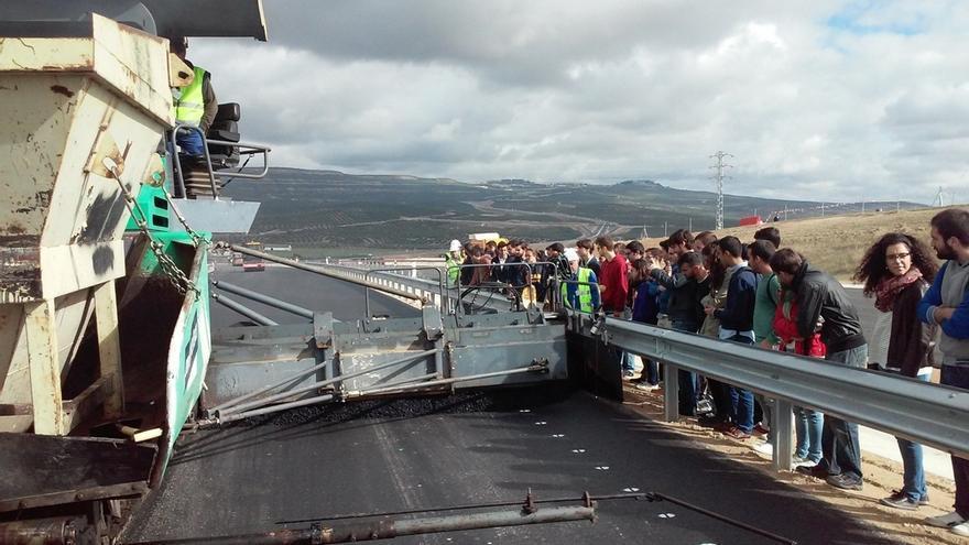 Alumnos de Ingeniería Civil de la Universidad de Granada visitan obras de la Autovía del Olivar