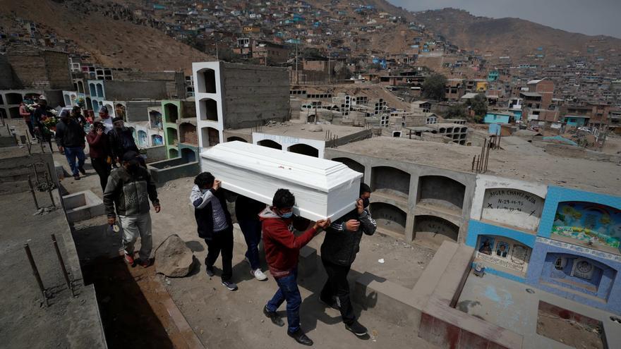 Con 63.000 fallecidos, Perú apunta al récord mundial de mortalidad en la pandemia