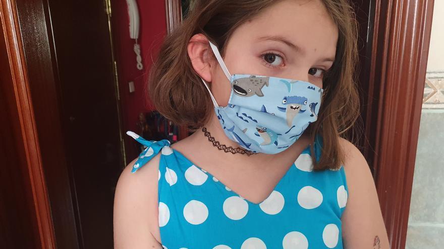 Eleonor, feliz con su nueva mascarilla de tela.