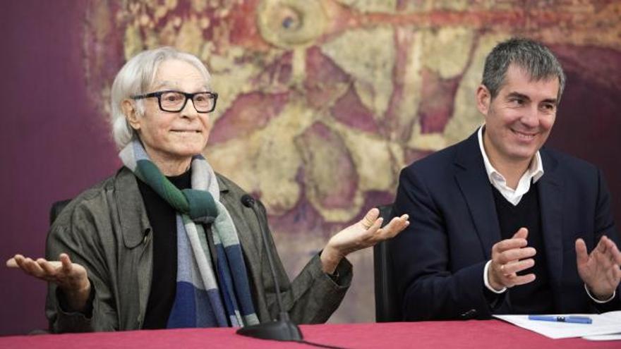 Pepe Dámaso y Fernando Clavijo tras el acuerdo en el que el artista cede su obra al Gobierno de Canarias