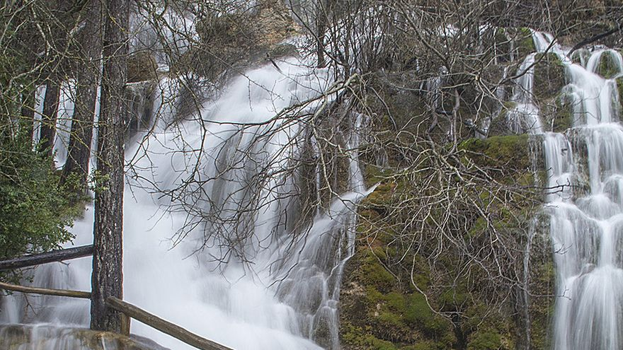 El agua se desborda en épocas como la primavera en el nacimiento del río Cuervo