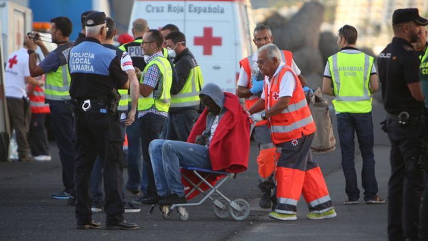 Atención a un inmigrante llegado en cayuco a Gran Canaria