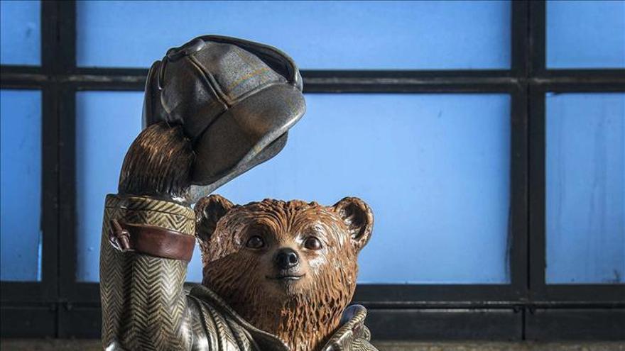 El Oso Paddington, con su sombrero y su sandwich, salta de los libros al cine
