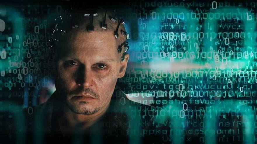 Imagen de la película 'Transcendence' en la que Johnny Deep es un experto en IA que sueña con la fusión de la máquina y las emociones humanas