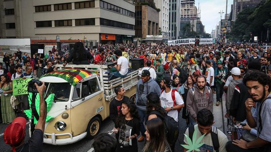Brasileños marchan en Sao Paulo nuevamente para pedir legalizar la marihuana