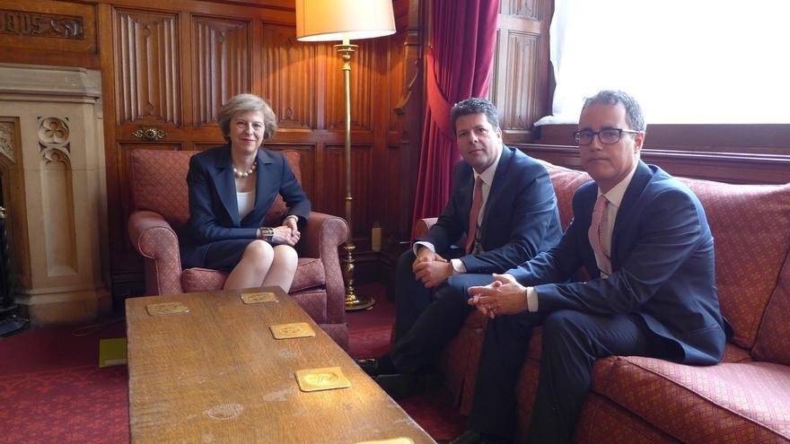 Picardo se reúne con la primera ministra escocesa y Theresa May para situar a Gibraltar en la negociación del 'Brexit'