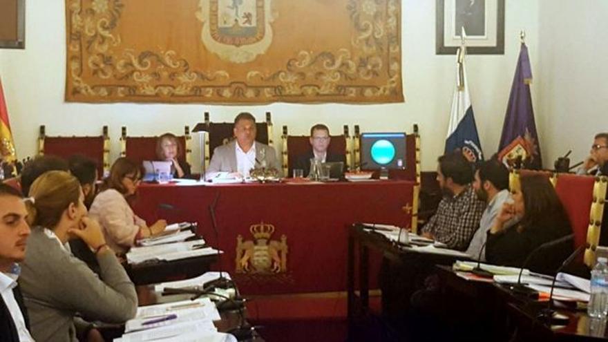 José Alberto Díaz, alcalde de La Laguna, preside un pleno
