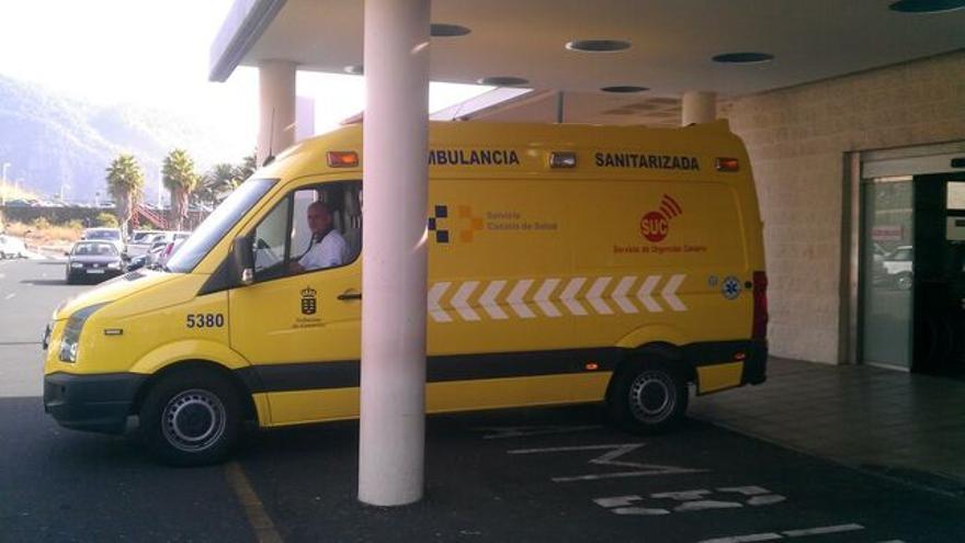 Imagen de archivo de una ambulancia en el Hospital de La Palma.