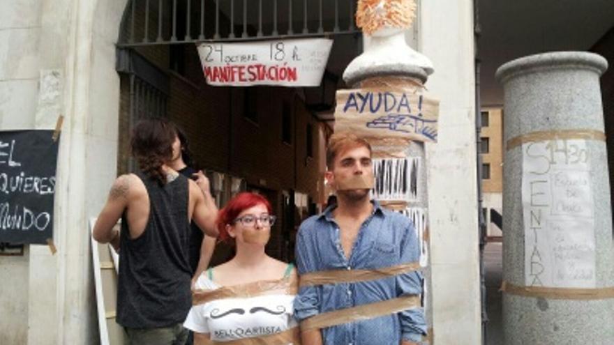 Alumnos de Bellas Artes  de Sevilla se preparan para la jornada de huelga
