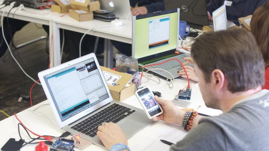 Programando el internet de las cosas (Foto: MadLabUK | Flickr)