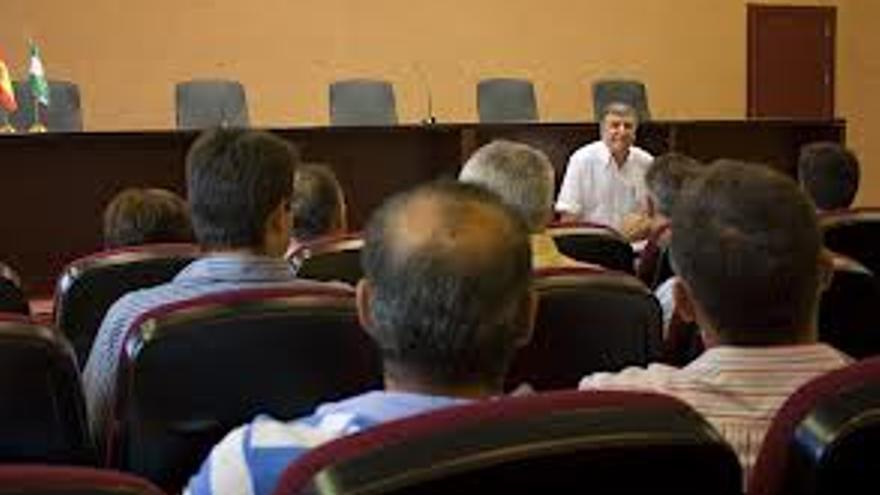 Reunión de la Plataforma por los Regadíos de Doñana presidida por Ángel Gorostidi..