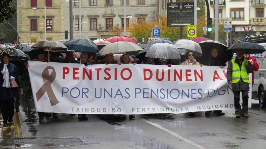 Manifestación de pensionistas en Irún (Guipúzcoa).