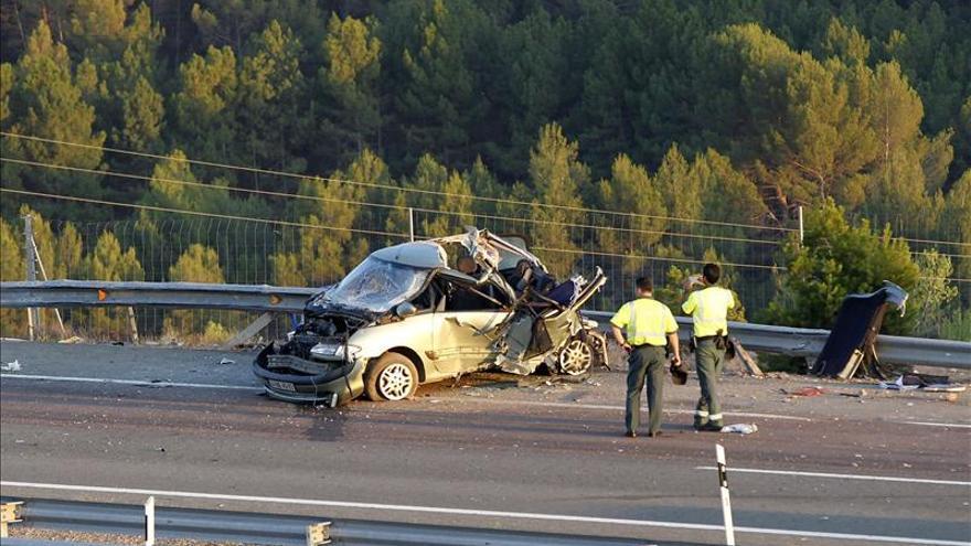 Catorce muertos en once accidentes en las carreteras en la Operación Salida